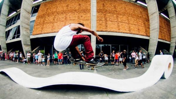 Contrauso — Skatista de espaço público no Rio de Janeiro