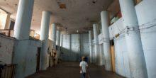Prédio da década de 60 construído para ser uma tecelagem, hoje abriga 378 famílias (Marcelo Camargo/Agência Brasil)