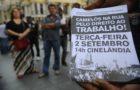Comerciantes de rua do Movimento Unido dos Camelôs percorrem o centro do Rio de Janeiro em passeata pelo direito ao trabalho nas ruas da cidade (Fernando Frazão/Agência Brasil).