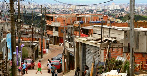 Condicionantes institucionais e normativas para políticas de urbanização de favelas