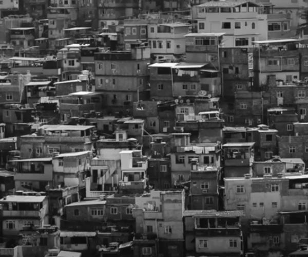 Moradias precárias e construções solidárias – os impactos da COVID-19 na vida da população